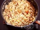 Рецепта Задушена бяла риба хек с фенел (резене), скариди и сметана на тиган
